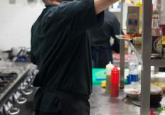 Lo chef Gazza al lavoro alla Capannina - ristoranti torino