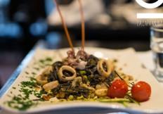 Tajarin neri con calamaretti e pistacchio - La Capannina Ristorante Pizzeria Torino